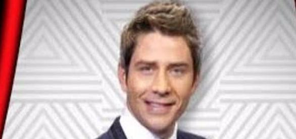 "Arie Luyendyk Jr. is the new ""Bachelor"" [Image: E! News/YouTube screenshot]"