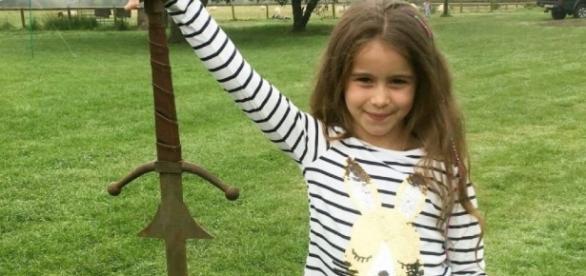 CINE SE ESTRENA ANTENA3TV | Una niña de 7 años encuentra una ... - antena3.com