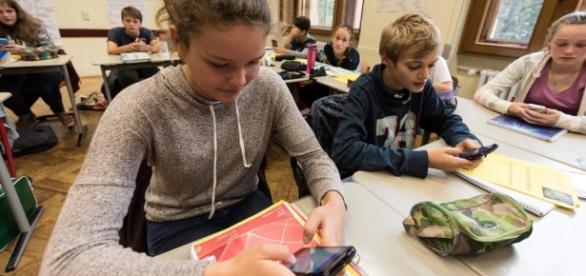 Smartphone in classe, pro e contro secondo gli insegnanti - today.it