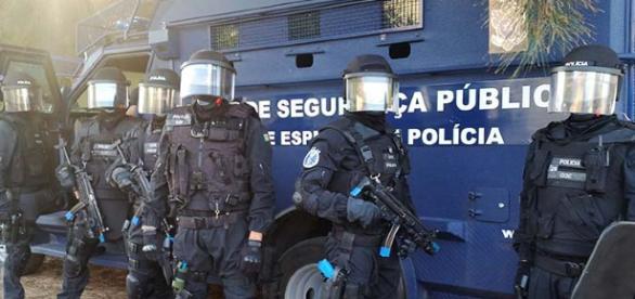 Também três policias acabaram feridos no caso do assalto a uma carrinha de valores em Queluz