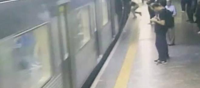 Mulher sobrevive após ser empurrada nos trilhos do Metrô