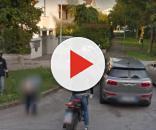 Un ragazzo a Padova si abbassa i pantaloni e mostra ilo sedere nudo alla Google car, finendo su Street view
