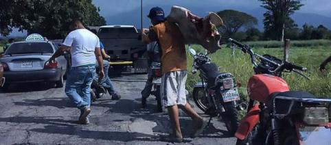 Venezuelenii au ajuns să omoare în grup animalele cu pietre, din cauza foametei din țară