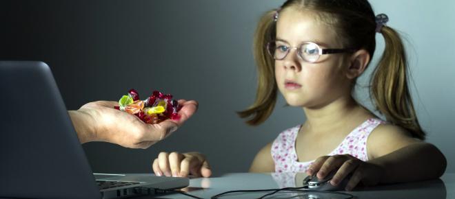 Capcanele online-ului. Cum ne protejăm copiii de pericolele din Social Media?