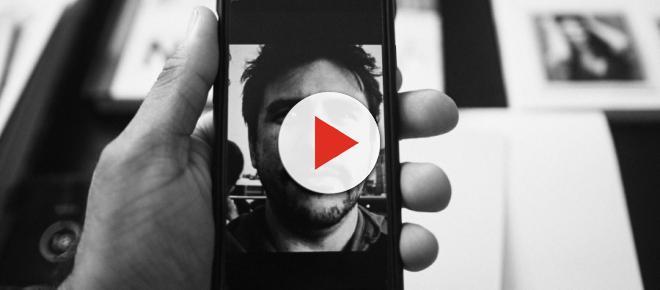 Addict à votre smartphone, mettez l'écran en noir et blanc !