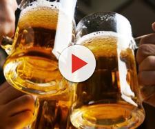 Un brindisi a tre con la birra