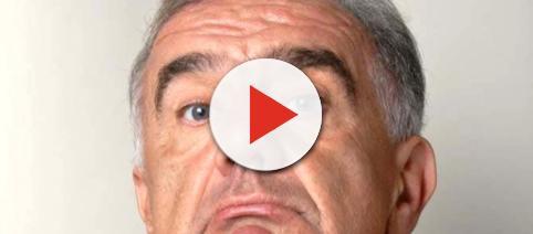 Gene Gnocchi contestato dopo le dichiarazioni su Claretta Petacci.