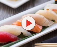Mangiava pesce crudo ogni giorno: ecco cos'aveva nell'intestino.