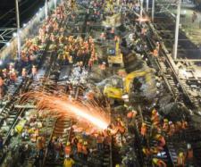1.500 de muncitori chinezi au construit calea ferată a unei gări în doar nouă ore - Foto: www.xinhuanet.com