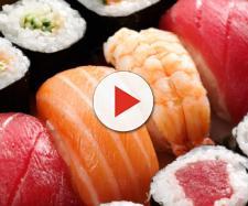 Un uomo, che mangiava spesso sushi, ha sviluppato un'infezione da tenia
