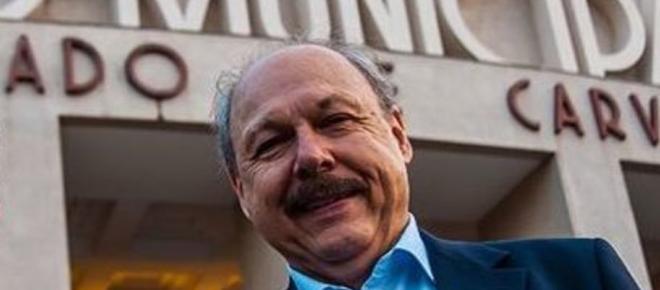 Insatisfeita com reforço, diretoria do Santos busca novo lateral