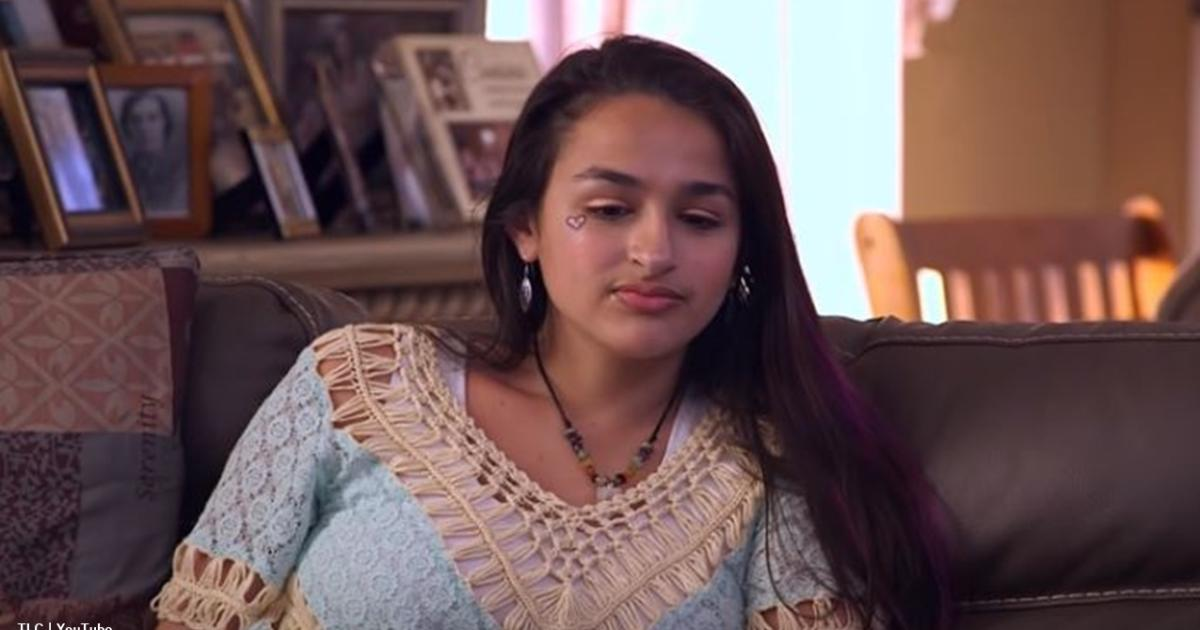 Jazz Jennings looks so hot these days, agree or disagree