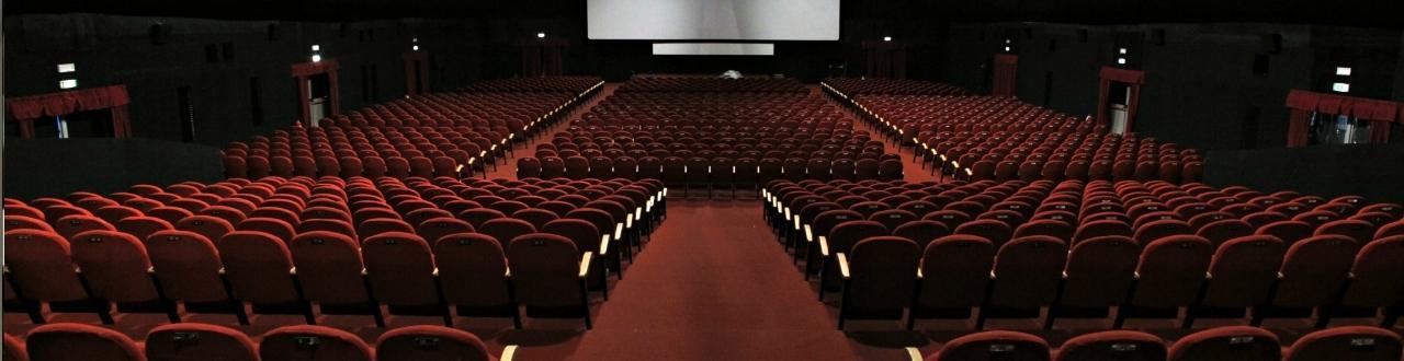 Cinema: un mondo fantastico attraverso cui si raccontano storie vere, struggenti, appassionanti e sepciali. Iscrivetevi per saperne sempre di più.