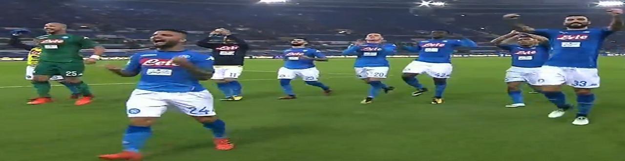 Il Napoli vince contro la Roma e si porta a +5 sulla Juventus battuta dalla Lazio nel pomerigio
