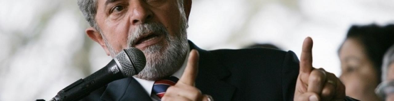Lula é ex-sindicalista, ex-metalúrgico. De origem nordestina, fez sua carreira política em São Paulo.