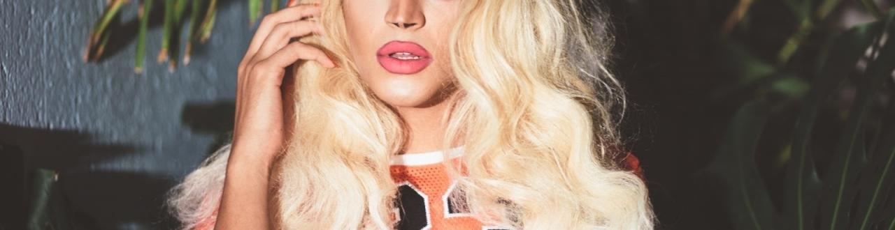 Pabllo Vittar, a primeira drag brasileira a ter seu reconhecimento e se tornar uma das maiores artistas do Brasil.