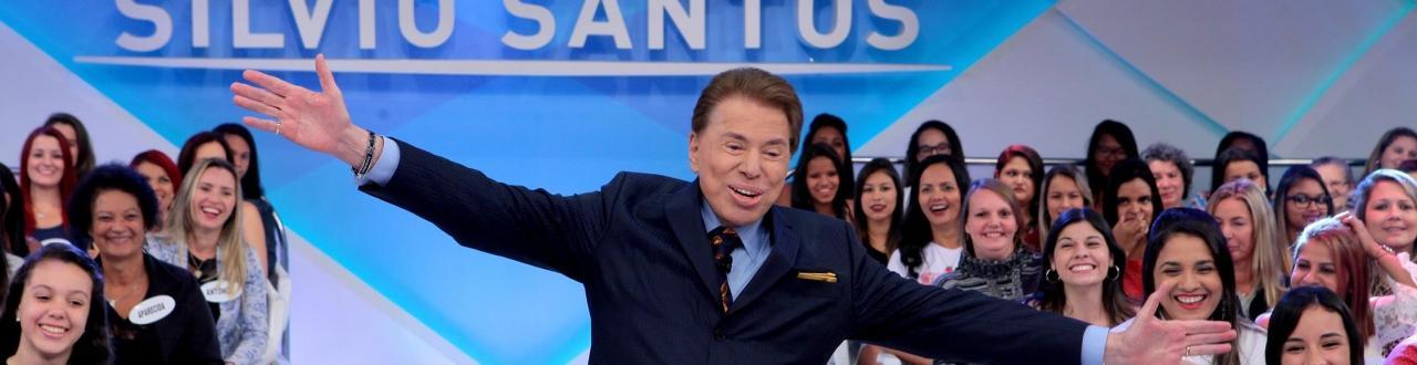 Silvio Santos, nome artístico de Senor Abravanel, é um icônico apresentador de televisão e empresário brasileiro.