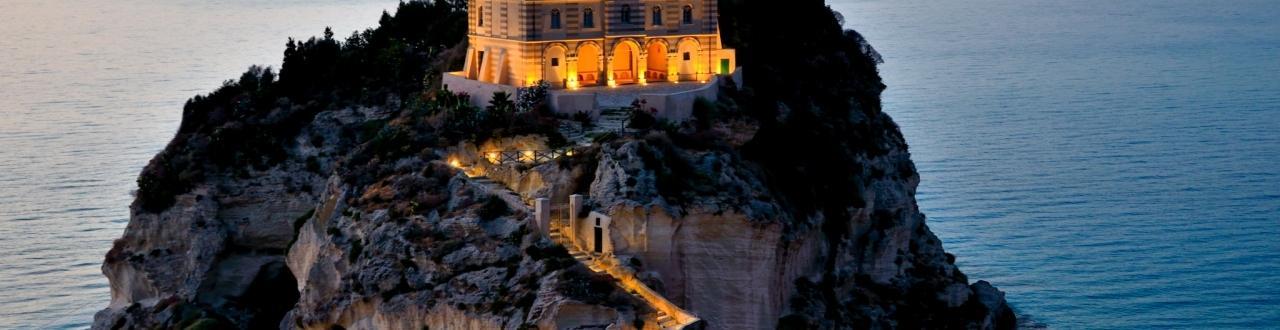 Calabria: terra di forti contraddizioni, conosciuta per le splendide mete turistiche, ma infamata da vicende di cronaca nera