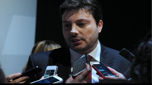 João Vicente faz críticas pesadas a Silvio e Gentili o defende