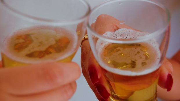 Video: Bere alcol può migliorare la memoria e ridurre il rischio di diabete