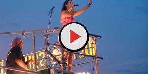Assista: Ivete Sangalo sofre acidente em show e machuca o pé; vídeo
