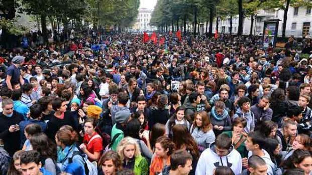 Video: Il popolo scende in piazza contro governo avviso sfratto a Montecitorio