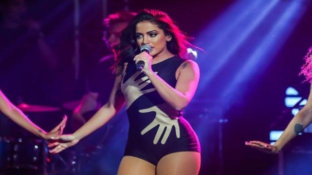 Engana os fãs? Erro grave no show expõe Anitta e vídeo com a possível farsa vaza