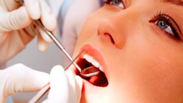 Cuidados de la dentadura para proteger la salud bucal