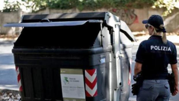 Roma sotto choc. Trovata una donna fatta a pezzi in un cassonetto.