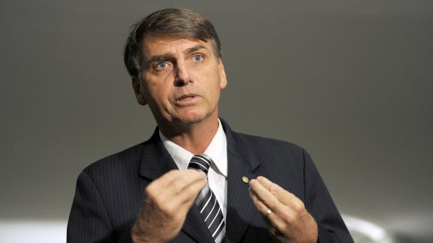 Assista: Bolsonaro não admite ser caluniado e parte para 'briga' com Ciro Gomes