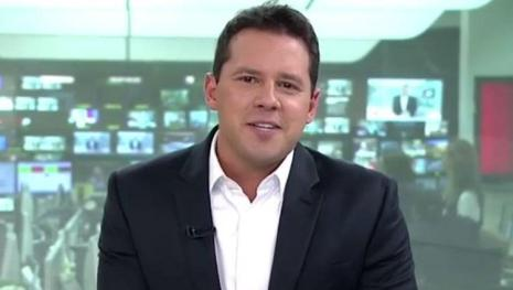 Assista: Repórter da Globo quase apanha ao vivo e é expulso por policial; vídeo