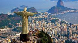 Galã da Globo faz festinha caliente com travestis e vizinhos denunciam tudo