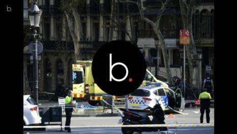 Video: Barcellona, furgone contro la folla: 13 morti, italiano accusa, video