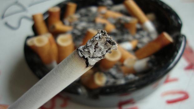 Sigarette elettroniche spingerebbero a fumare quelle tradizionali: lo studio