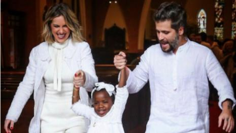 Giovanna Ewbank e Bruno Gagliasso batizam a filha Titi