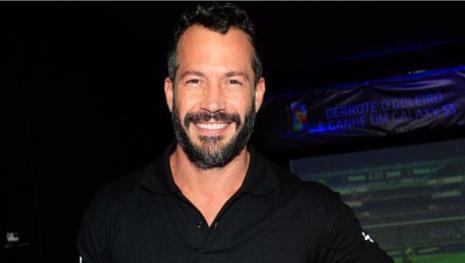 Malvino Salvador revela abuso de diretor: 'Tentou fazer teste do sofá comigo'
