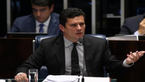 Decisão de Sérgio Moro põe em 'apuros' defesa de Lula na Lava Jato