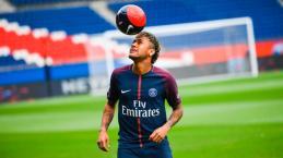 Neymar, mesmo longe, continua dando o dízimo para igreja batista