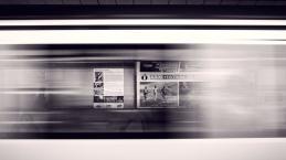 Casal insano transa no metrô, o ato é todo filmado e se torna viral na web