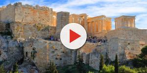 O forte verão na Grécia este ano está 'matando' os 'Evzones'
