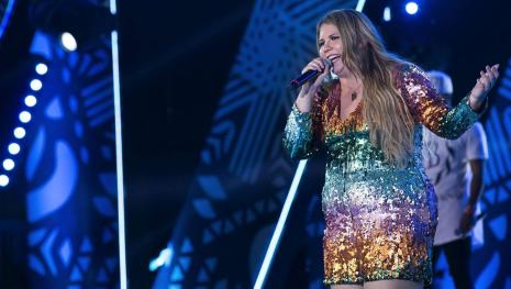 Justiça proíbe Marília Mendonça de cantar, após polêmica bizarra