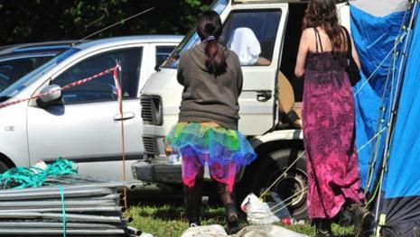 Homem morre e mulher é encontrada inconsciente em Festival do Sexo