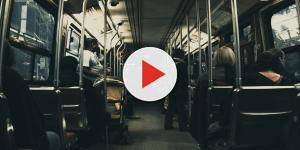 Jovem é estuprada dentro de ônibus por 6 adolescentes na frente de passageiros