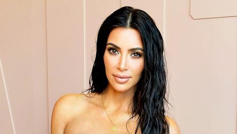 Assista: Kim Kardashian aparece irreconhecível em nova sessão fotográfica