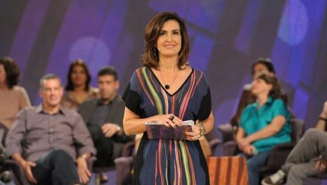 Fátima Bernardes leva esposa de doutor ao 'Encontro' e dá basta em boatos