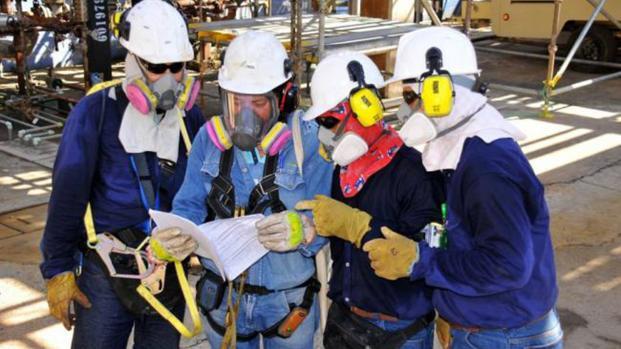 Trabajadores de EcoPetrol protestan pacíficamente frente a sus instalaciones