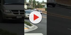 Dono de carro arrasta ladrão pelado no asfalto após tentativa de roubo; vídeo