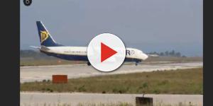 VIDEO: Grida 'Allah Akbar' e dice che c'è una bomba, panico su volo RyanAir