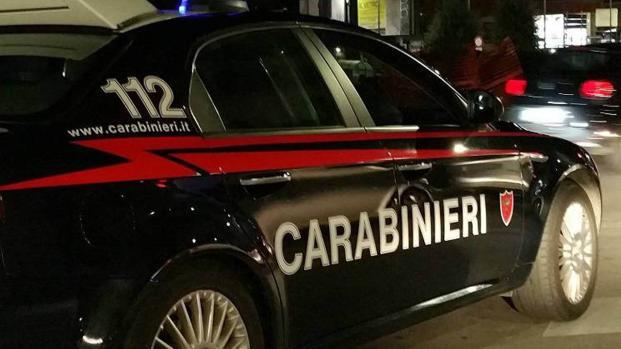 C'è una foto 'spia', uno dei carabinieri va in procura: 'Rapporto consenziente'