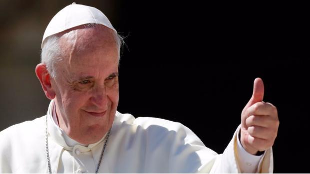 Papa Francisco é vitimado em papamóvel na Colômbia e fica com hematoma no rosto